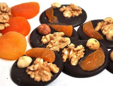 Шоколадные медианты с орехами и курагой. 100гр